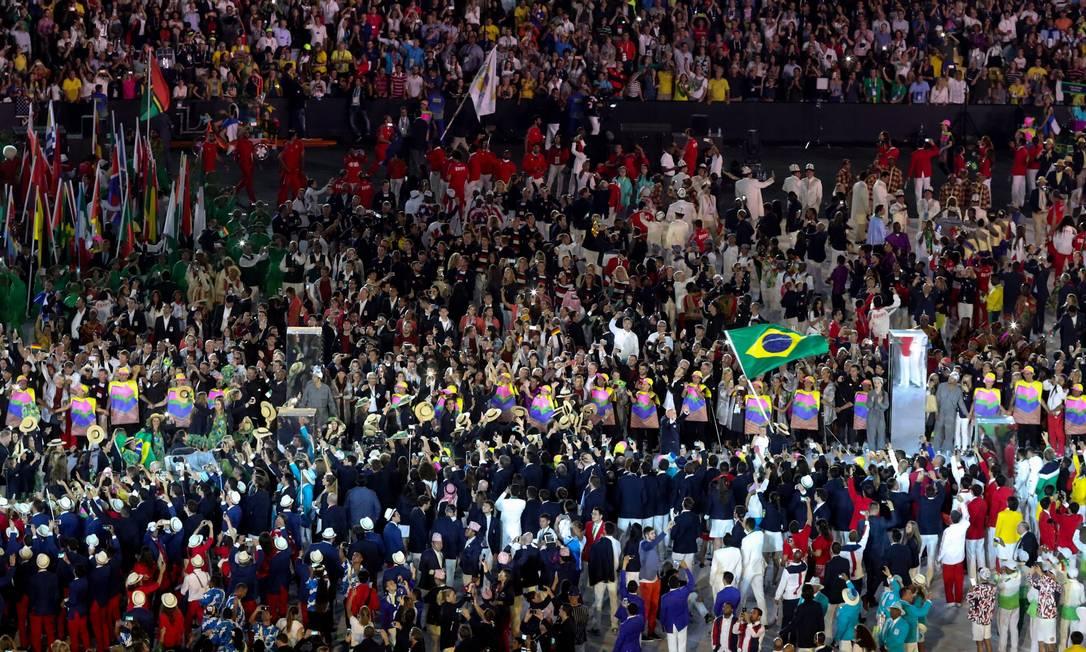 Lotação: delegação do Brasil entra no Maracanã na Cerimônia de Abertura dos Jogos do Rio, em 2016 Foto: Pedro Kirilos / Agência O Globo