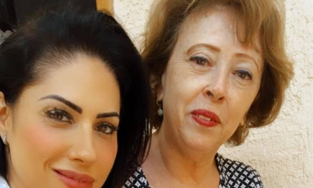 Monique com sua mãe, avó materna de Henry Foto: Reprodução