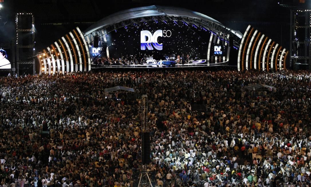 Multidão acompanha show de Roberto Carlos no Maracanã, Rio de Janeiro Foto: Leonardo Aversa / Agência O Globo - 11/07/2009