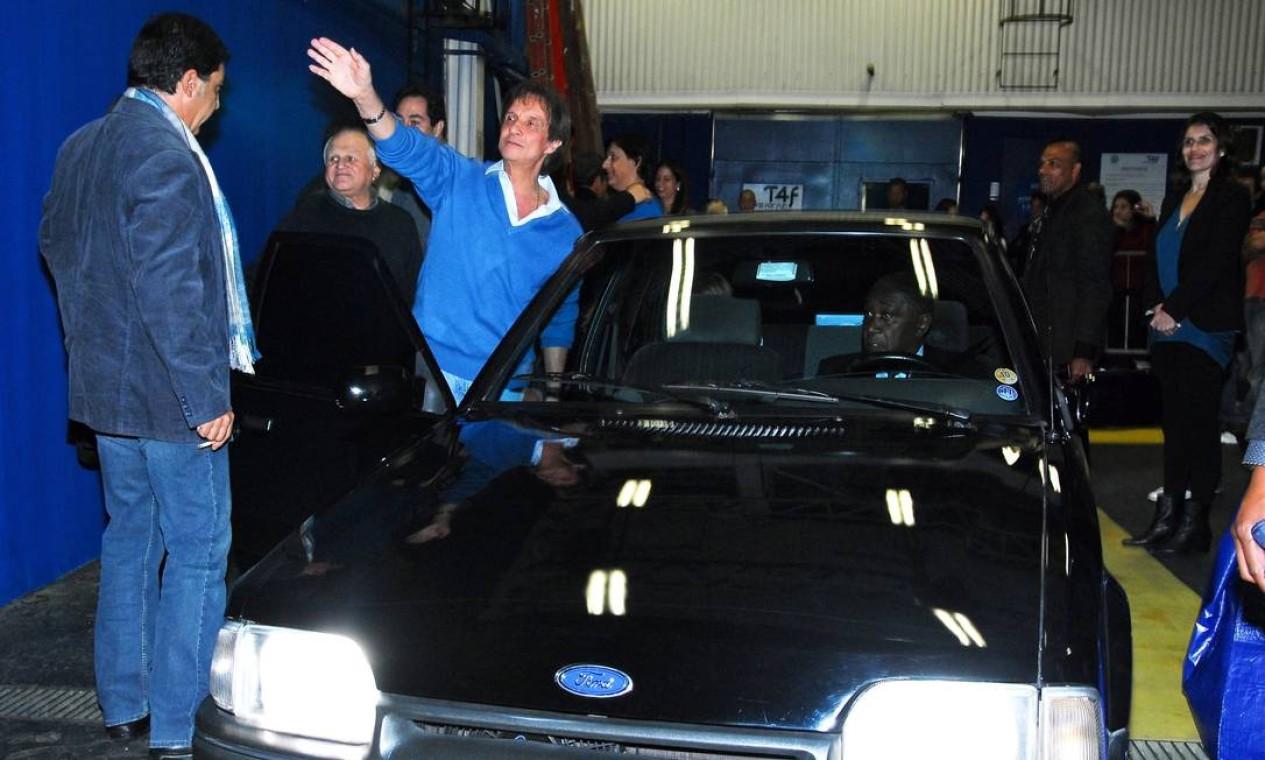 Depois de entregar o Corvette para Tom, depois de um espetáculo do humorista em São Paulo, o Rei foi embora em um Escort ano 1987 Foto: Rodrigo Trevisan / Arquivo Agência O Globo - 16/06/2011