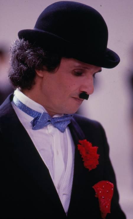 Roberto Carlos vestodp como Charle Chaplin, para gravação do especial em 1982 Foto: Arquivo / Agência O Globo - 22/12/2010