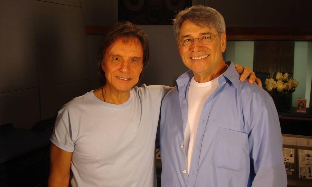 Sérgio Chapelin foi até a Urca entrevistar o Rei para o Globo Repórter especial sobre Roberto Carlos, em 2009. O programa foi uma das homenagens pelos 50 anos de carreira do cantor Foto: Arquivo / Agência O Globo - 23/06/2009