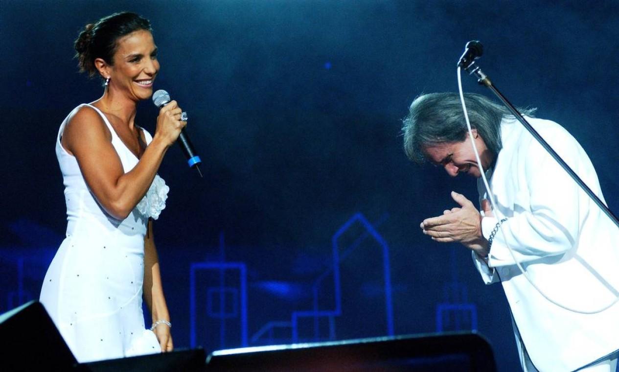 O Rei se curva ao talento de Ivete Sangalo, em gravação do Especial, em 2004. Foto: Renato Rocha Miranda / Agência O Globo - 16/12/2004