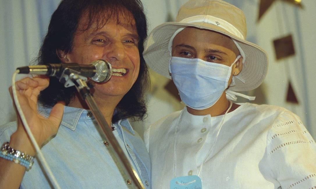 Roberto Carlos deu show no Instituto Nacional do Câncer (Inca), em 1997 Foto: Marizilda Cruppe / Agência O Globo - 21/12/1997