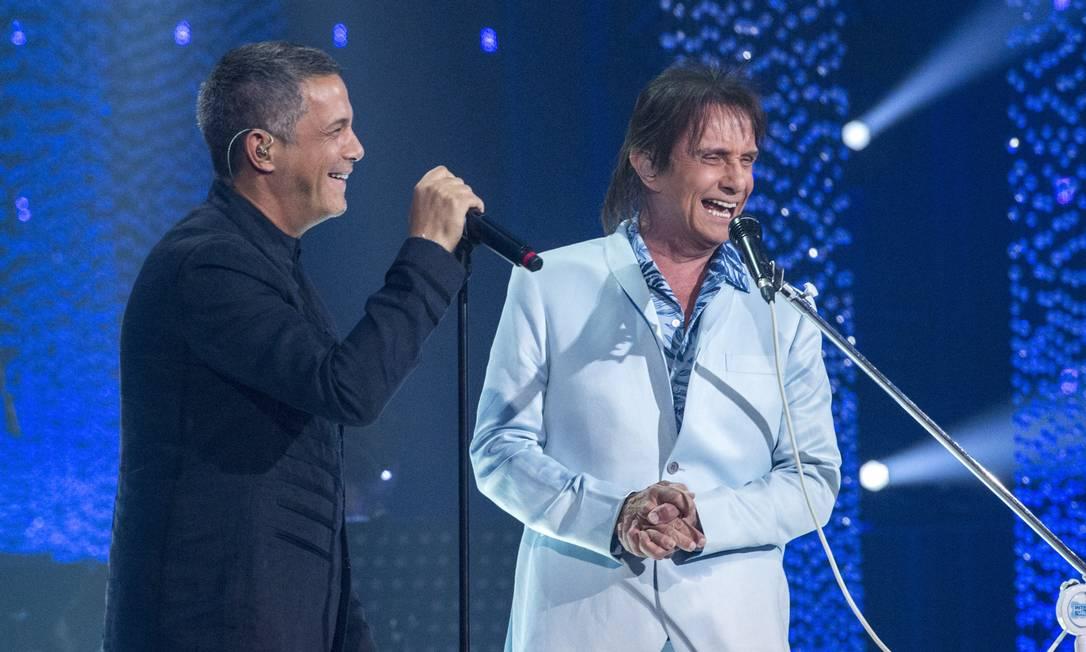 Roberto Carlos dividiu palco com o cantor espanhol Alejandro Sanz, no especial de 2018 Foto: Estevam Avellar