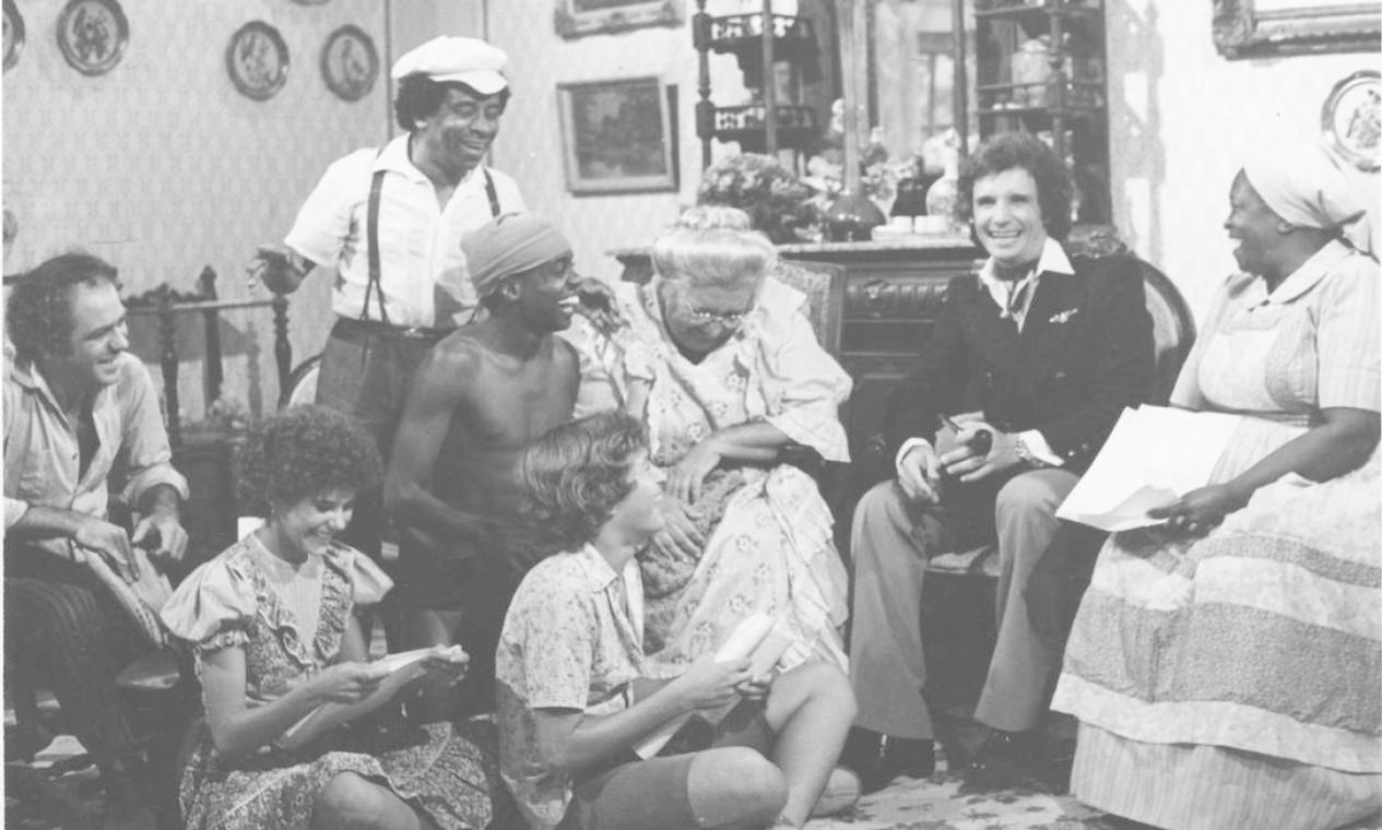 Em novembro de 1979, Roberto Carlos gravava com o elenco do Sítio do Pica-pau Amarelo, para seu especial de final de ano Foto: Agência O Globo - 19/11/1979