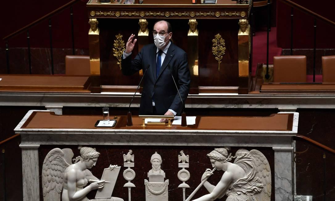Primeiro-ministro francês, Jean Castex, na Assembleia Nacional Francesa em Paris, em 13 de abril de 2021 Foto: STEPHANE DE SAKUTIN / AFP