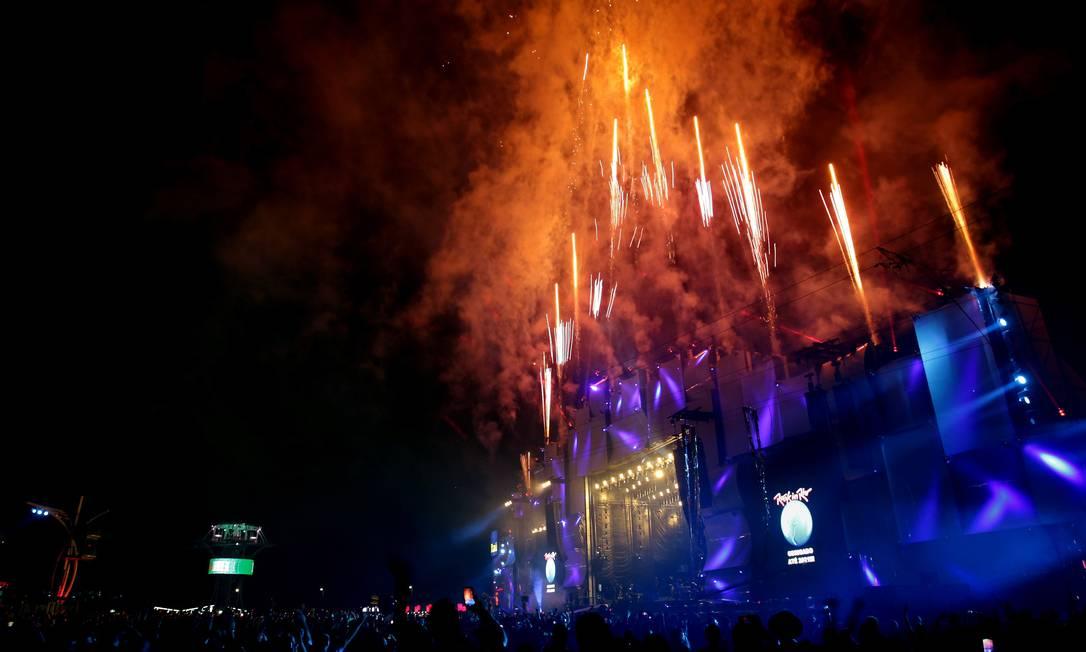 Queima de fogos ao final de dia de atrações no Rock in Rio de 2019 Foto: Marcelo Theobald / Agência O Globo