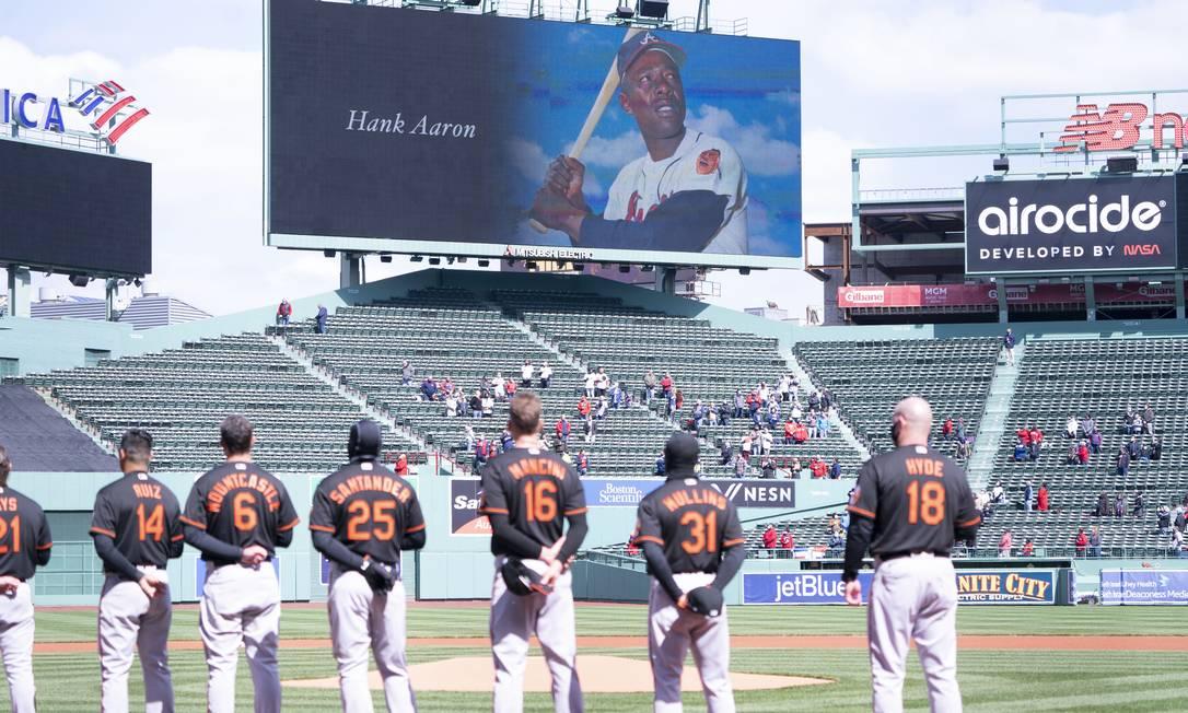 Hank Aaron é homenageado por jogadores de beisebol Foto: Gregory Fisher / USA TODAY Sports