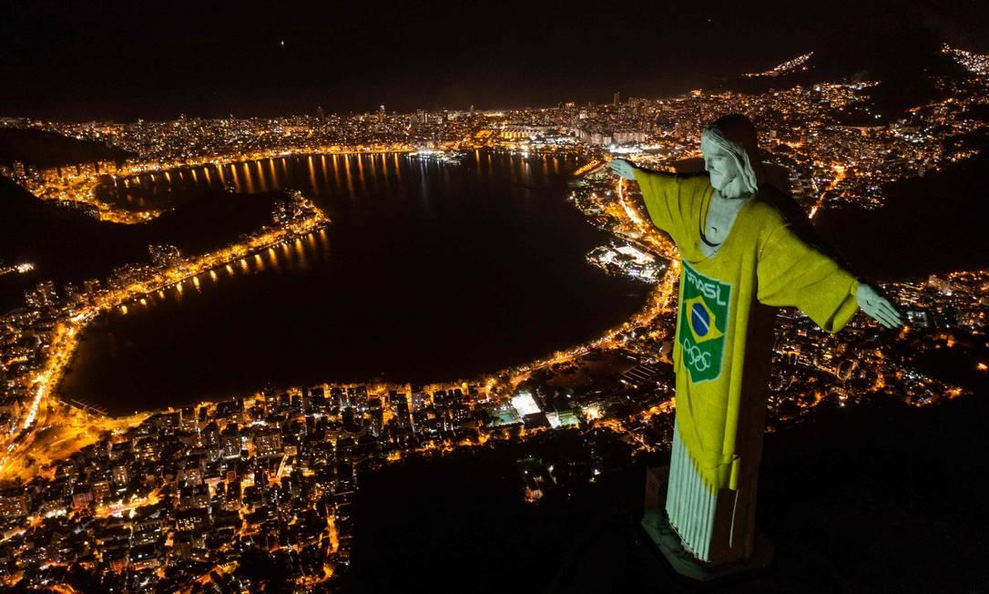Manumento ganhou uniforme verde e amarelo em evento que marca contagem de 100 dias antes do início dos Jogos Olímpicos de Tóquio Foto: MAURO PIMENTEL / AFP