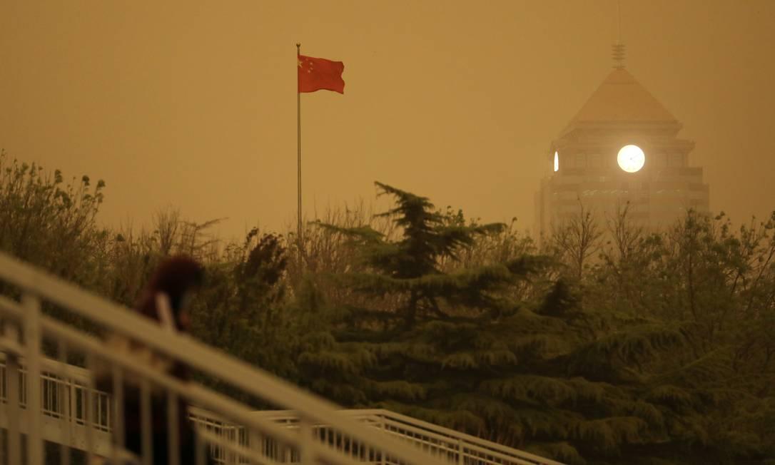 Tempestade de areia transformou paisagem em Pequim, China Foto: TINGSHU WANG / REUTERS