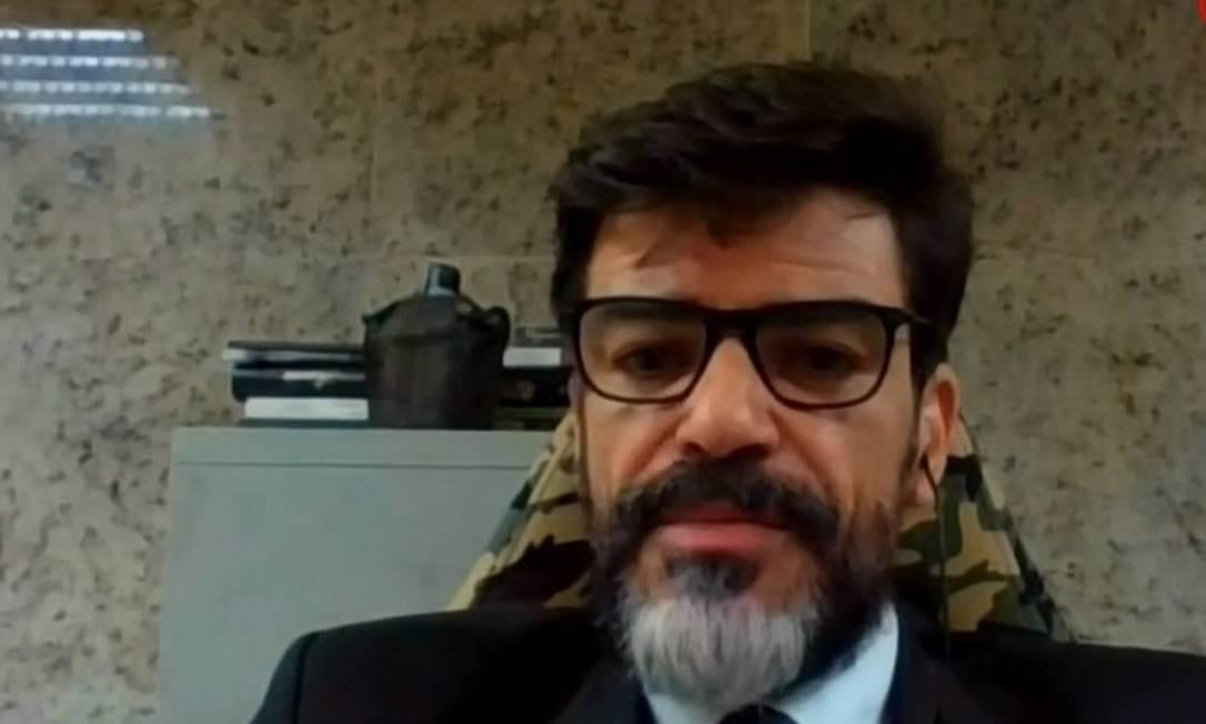 O delegado Alexandre Saraiva, que será sustituído da Superintendência da PF no Amazonas, em entrevista à GloboNews Foto: Reprodução / GloboNews