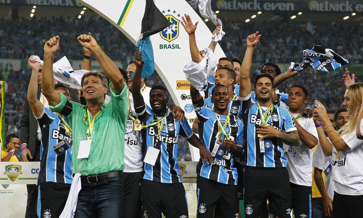 O primeiro título de Renato Gaúcho como técnico do Grêmio foi a Copa do Brasil conquistada sobre o Atlético-MG, em 2016. O tricolor vendeu o time de Minas Gerais por 4 x 2 no placar acumulado. O jogo da final, na casa do adversário, terminou empatado em 1 a 1 Foto: Lucas Uebel / Lucas Uebel/Gremio FBPA