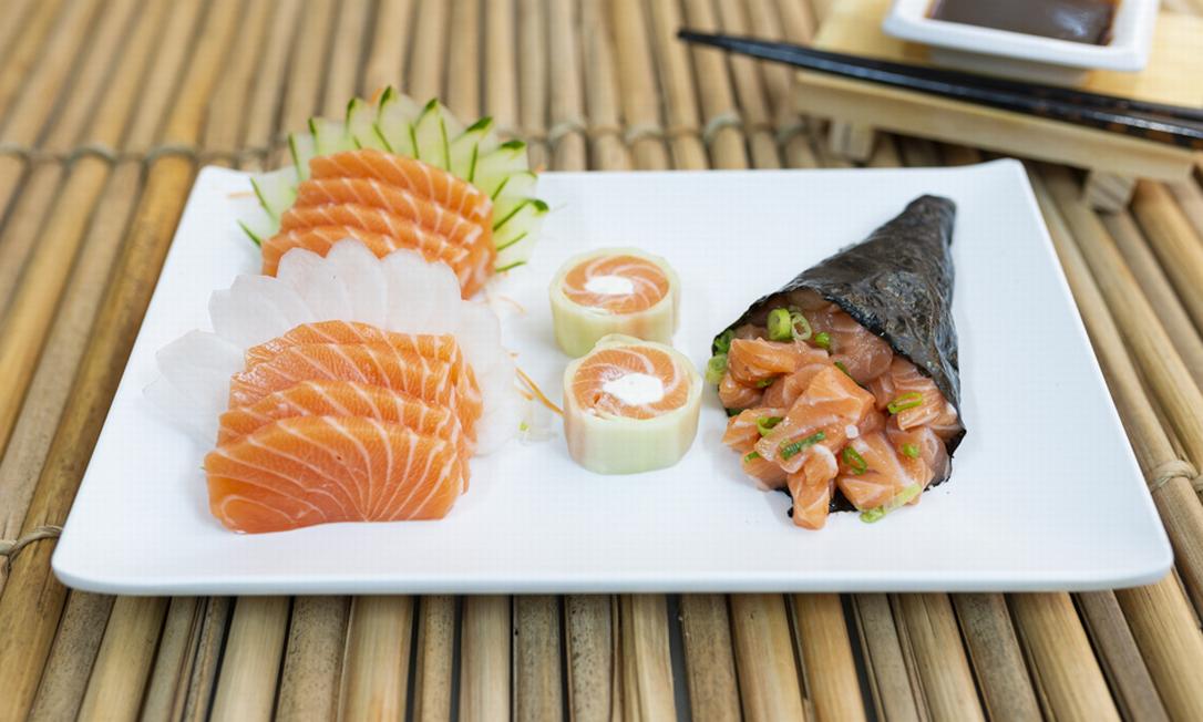 O preferido no Zui Sushi (2543-8520) é o combinado fit salmão (R$ 70): temaki de salmão, sashimis de salmão e salmão light Foto: Divulgação