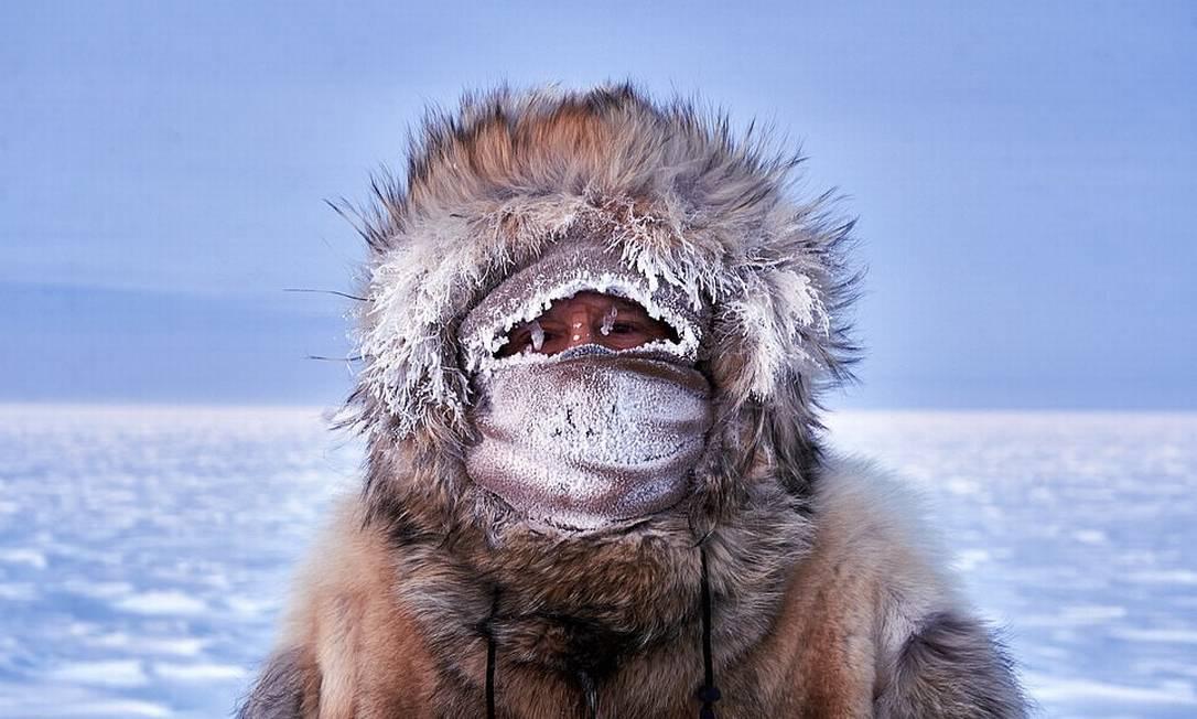 A foto vencedora na categoria Gente é esse autorretrato de Wayne White, gerente na Estação Polo Sul Amundsen-Scott feito em setembro d 2020, quando os termômetros marcavam - 75.6°C Foto: Wayne White / Shackleton/Divulgação