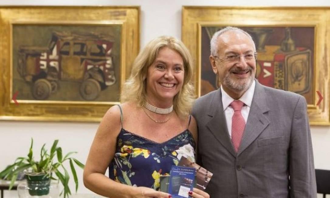 Cláudia Mansani Queda de Toledo em visita ao ex-secretário de Educação do Estado de SP José Renato Nalini em 2016 Foto: Divulgação/Secretaria de Educação do Estado de SP