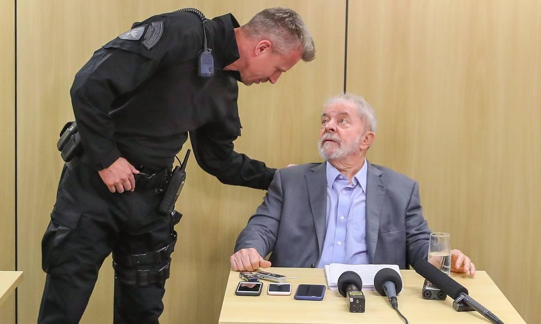 ENTREVISTA - Depois de mais de um ano na prisão, a Justiça autoriza, e o ex-presidente Lula dá entrevista à imprensa na sede da Polícia Federal em Curitiba Foto: Ricardo Stuckert - 26/04/2019