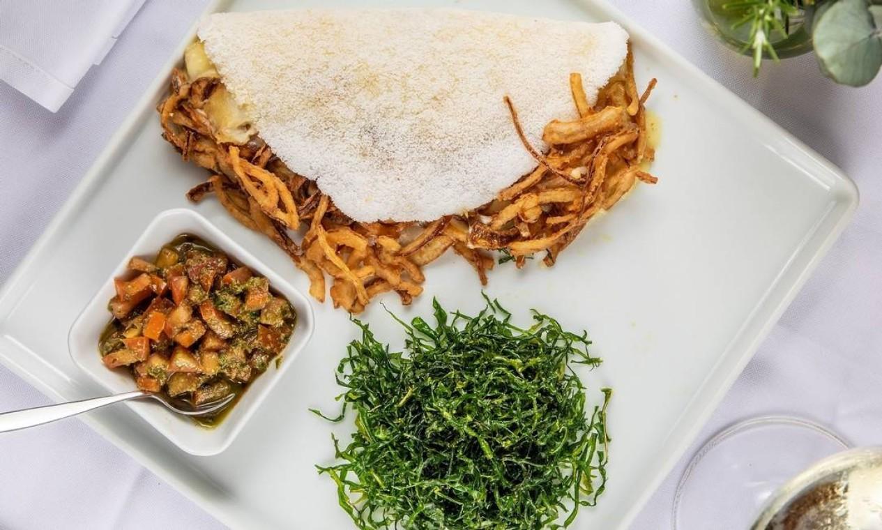 Gajos. Tapioca de bacalhau com queijo e salada (R$ 65). Delivery pelo 3449-1546 e 3449-1583 Foto: Divulgação / Tomas Rangel