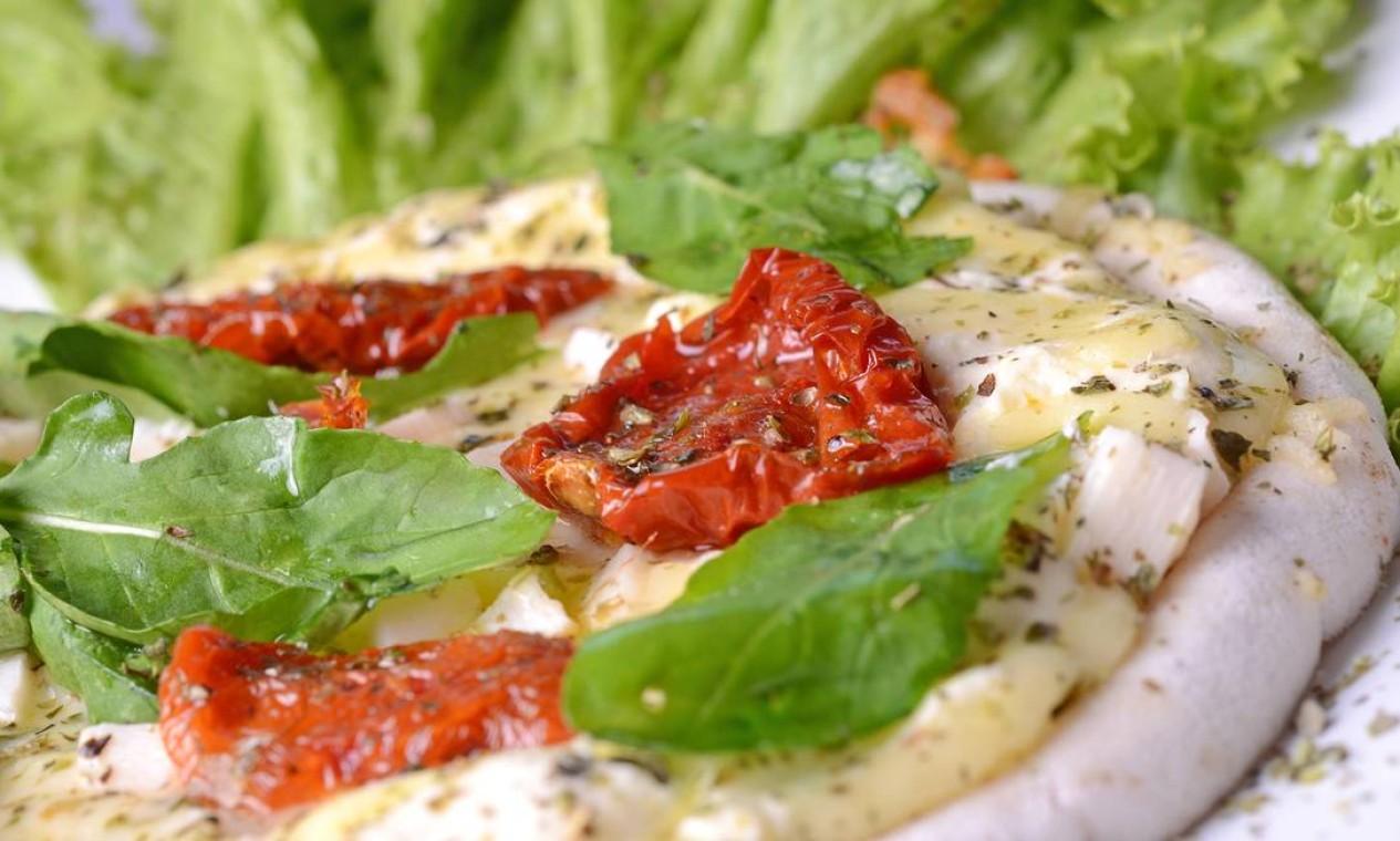 A pizza caprese do Urukum sai a R$ 39. Pedidos pelo 2143-8131 Foto: Divulgação / Rio Art Com