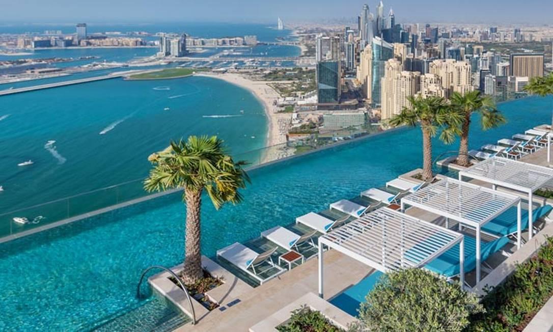A quase 300 metros do solo e com 560 metros quadrados, a piscina do novíssimo resort Address Beach, em Dubai, é agora a de maior de borda infinita ao ar livre e uma das mais altas do mundo Foto: Divulgação