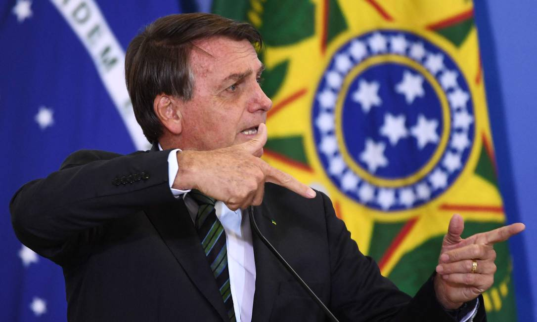 """O presidente brasileiro Jair Bolsonaro durante o lançamento do programa """"Adote 1 Parque"""", no Palácio do Planalto, em Brasília Foto: EVARISTO SA / AFP - 09/02/2021"""