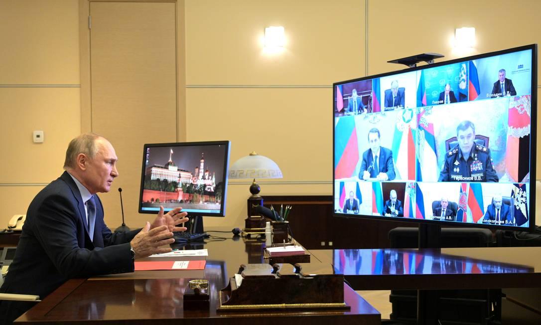 Presidente russo Vladimir Putin participa de reuniao do Conselho de Seguran?a Nacional, por teleconferência, da residência oficial de Novo-Ogaryovo Foto: SPUTNIK / via REUTERS