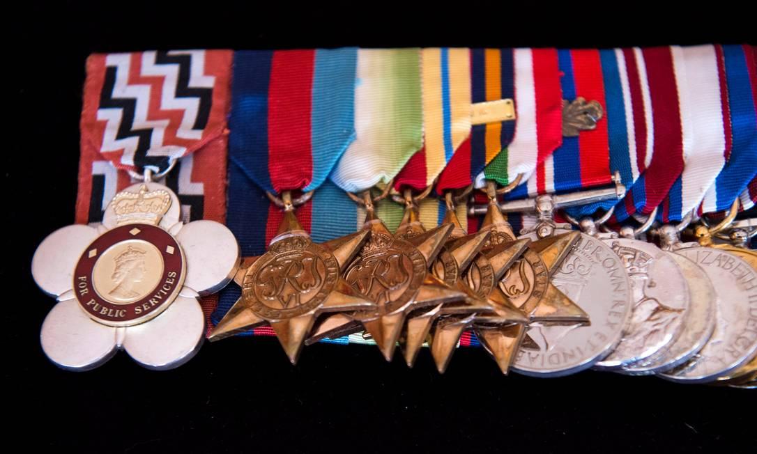 As medalhas do duque de Edimburgo, exibidas no Palácio de St. James Foto: POOL / REUTERS