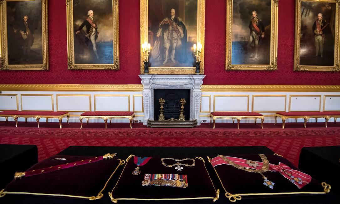 Almofadas com a insígnia do príncipe Philip, duque de Edimburgo, em exposição no Palácio de St. James Foto: POOL / REUTERS