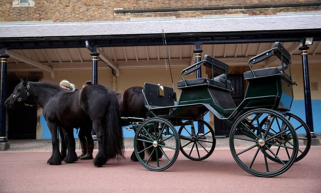 A carruagem do duque de Edimburgo, projetada por ele há oito anos, e seus dois pôneis estarão presentes durante o cortejo fúnebre Foto: STEVE PARSONS / AFP