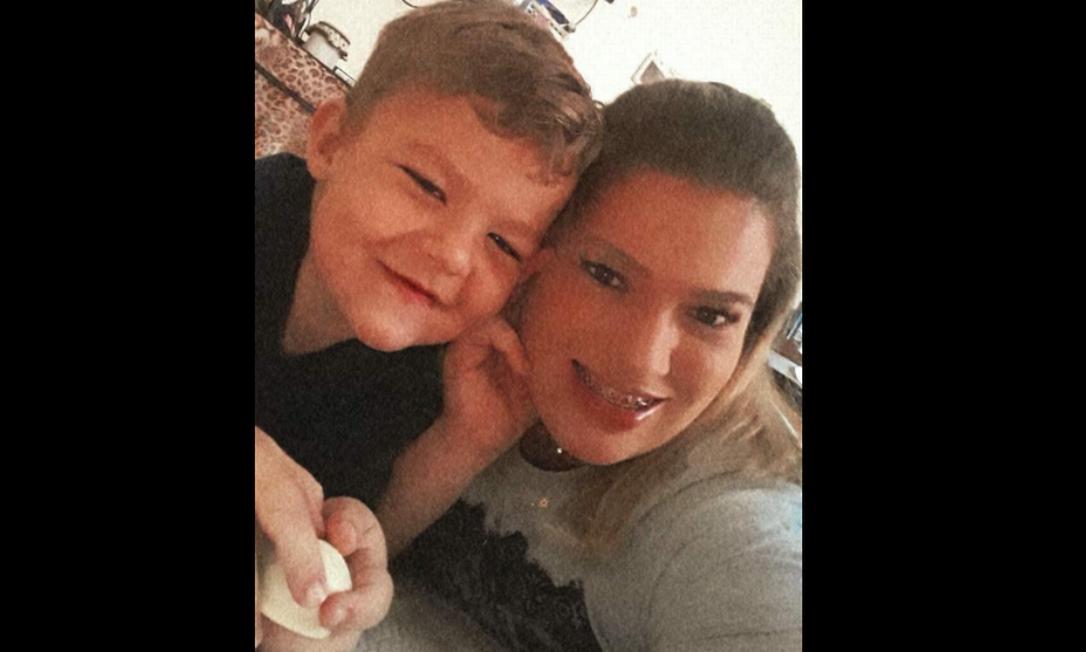 Milena Riani Ribeiro e o José Vitor, de 4 anos Foto: Arquivo pessoal