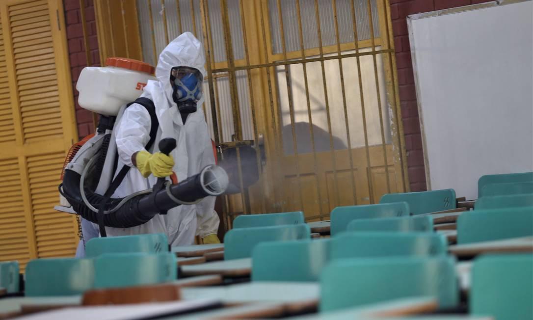 Sanitização é feita em escola da rede municipal Foto: / Divulgação/Douglas Macedo