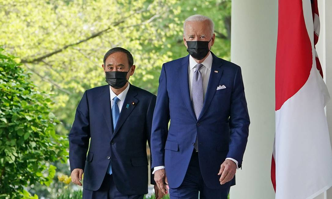 Presidente dos EUA, Joe Biden (D) e o premier do Japão, Yoshihide Suga (E), após reunião na Casa Branca Foto: MANDEL NGAN / AFP