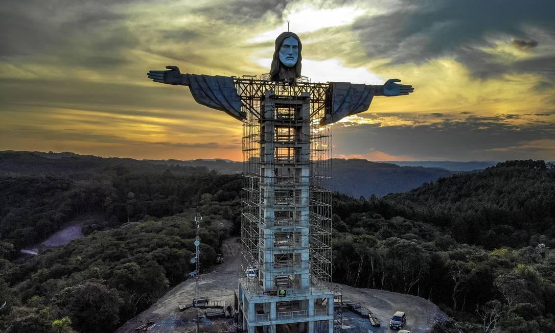 Estátua do Cristo sendo construída em Encantado, Rio Grande do Sul. A estátua do Cristo Protetor em construção em Encantado será maior do que o Cristo Redentor do Rio de Janeiro e a terceira maior em o mundo Foto: SILVIO AVILA / AFP