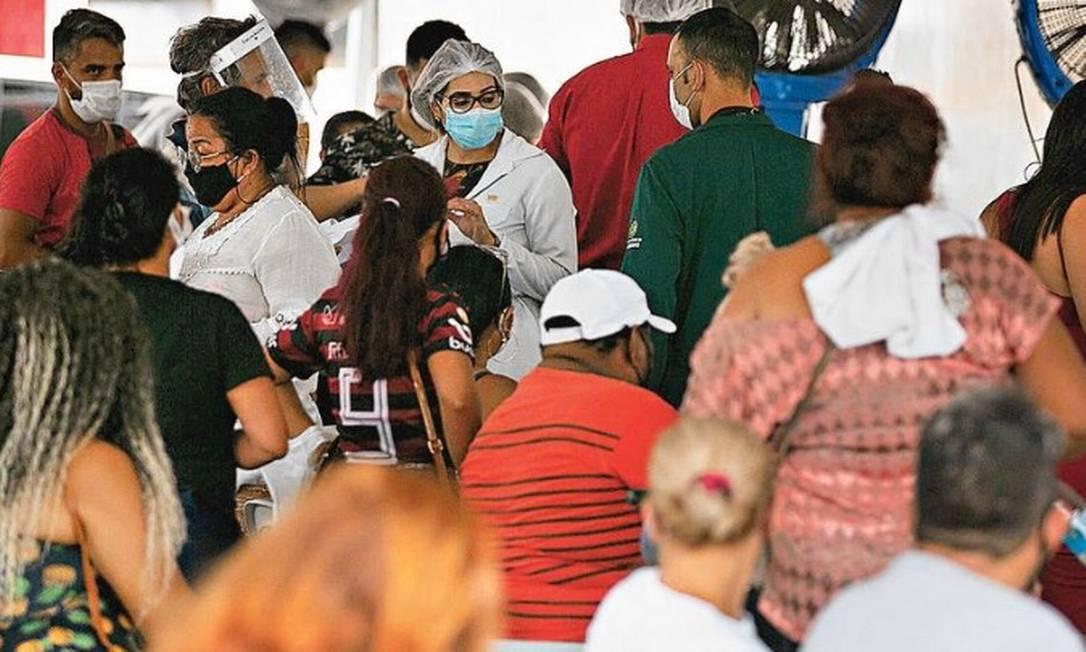 Fila de pacientes com Covid-19 em Manaus Foto: Michael DANTAS / AFPF