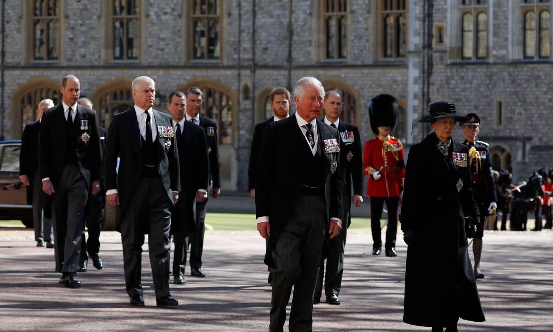 Príncipe Charles e a princesa Anne lideram a procissão fúnebre cerimonial do príncipe Philip Foto: ALASTAIR GRANT/AFP / ALASTAIR GRANT/AFP
