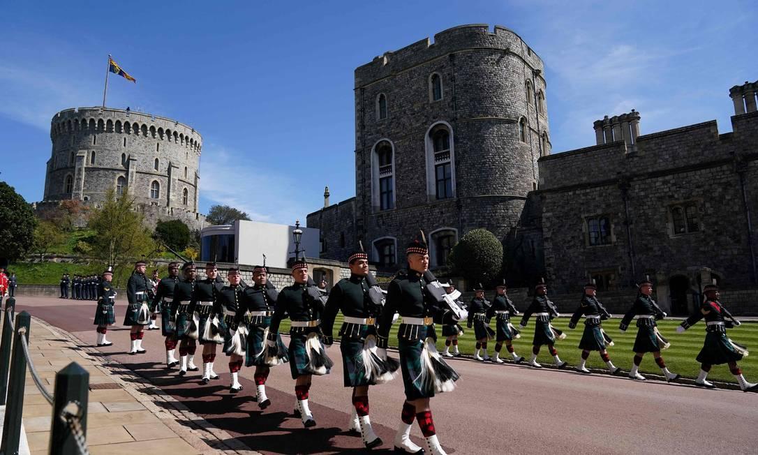 Membros do exército marcham antes do funeral do príncipe Philip da Grã-Bretanha, duque de Edimburgo Foto: VICTORIA JONES / AFP