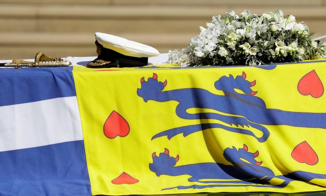 O carro funerário, um Land Rover especialmente modificado, carregando o caixão do príncipe Philip da Grã-Bretanha, marido da Rainha Elizabeth, que morreu aos 99 anos, é visto no terreno do Castelo de Windsor em Windsor, Grã-Bretanha, em 17 de abril de 2021. Kirsty Wigglesworth / Pool via REUTERS Foto: POOL / REUTERS