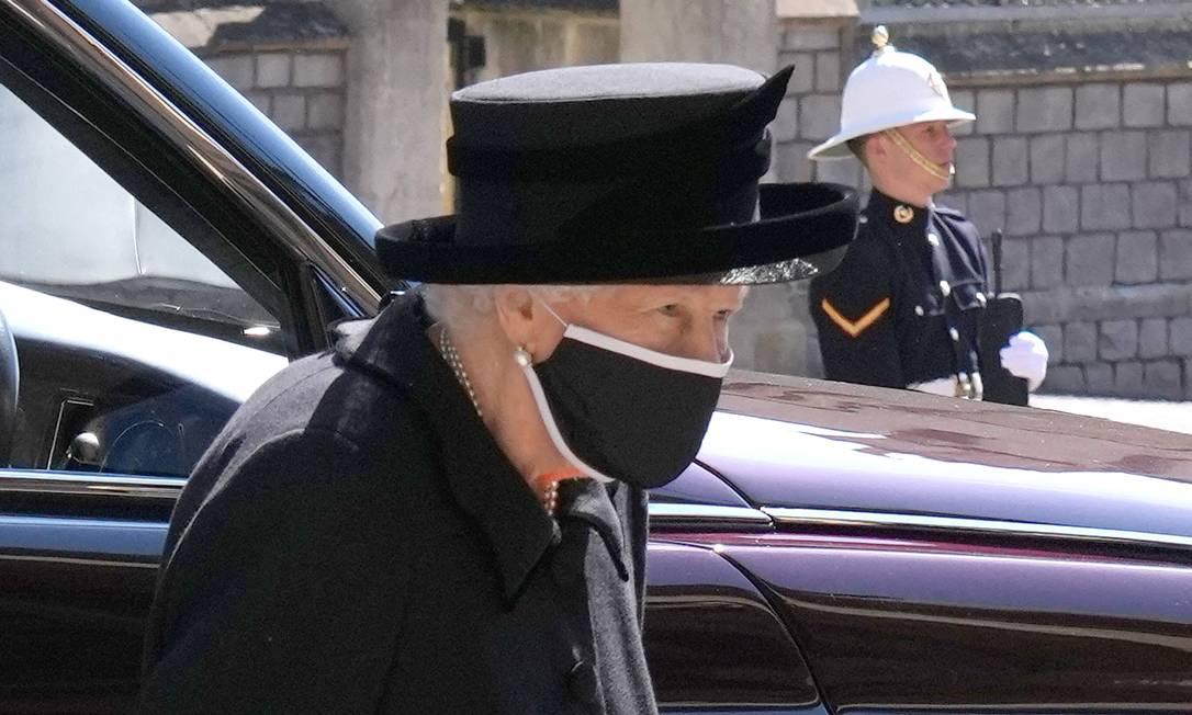 A viúiva rainha Elizabeth II chega para o funeral do marido, o príncipe Philip, duque de Edimburgo. Eles viveram casados por 73 anos Foto: JONATHAN BRADY / AFP