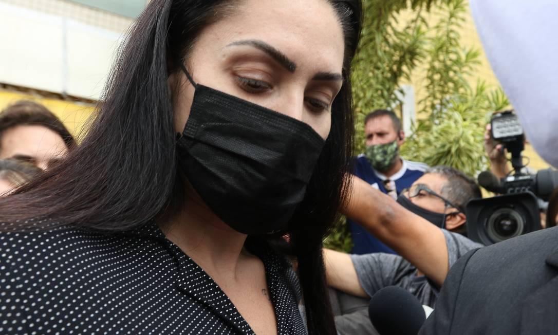 Monique Medeiros da Costa e Silva, mãe do menino Henry Borel, deixa a Delegacia de Polícia da Barra da Tijuca(16ªDP) após ser presa Foto: Tânia Rêgo / Agência Brasil