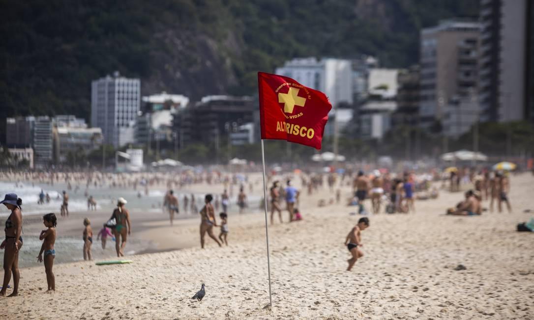 Banhistas no Leblon Foto: Maria Isabel Oliveira / Agência O Globo