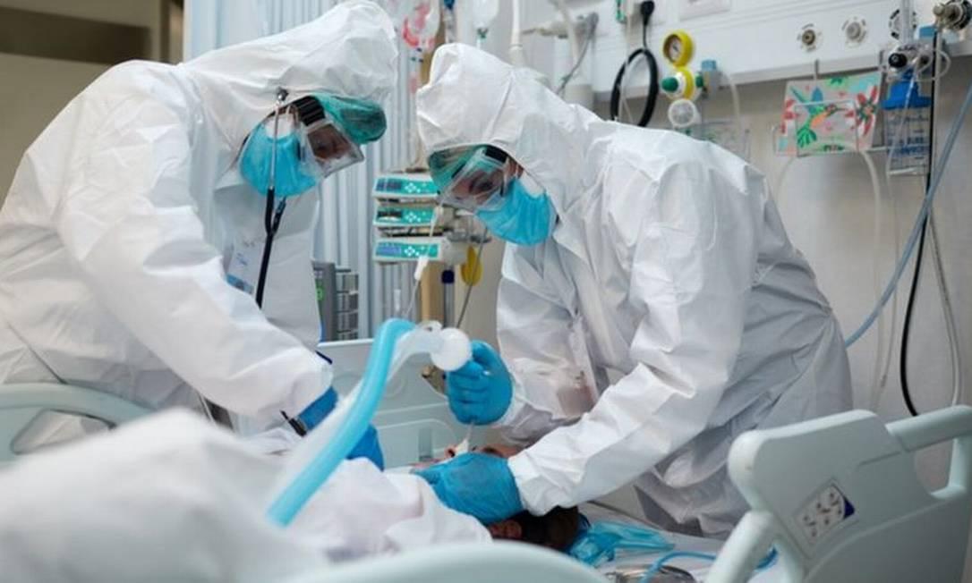 Segundo secretário municipal de saúde de SP, jovens estão chegando aos hospitais e sendo intubados em menos de 24 horas Foto: Getty Images