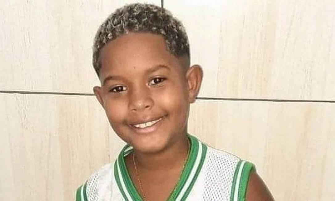 O menino Kaio foi atingido por uma bala perdida Foto: Reprodução