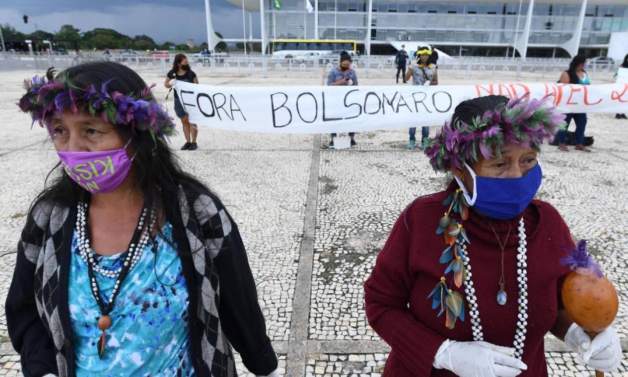 Protesto conta com a presença de representante das etnias Xerente, Krahô, Krahô Takaywra, Xokleng, Kaingang, Terena, Guarani e Kaiowá, Kinikinau, Munduruku, Tupinambá e Arapium Foto: EVARISTO SA / AFP