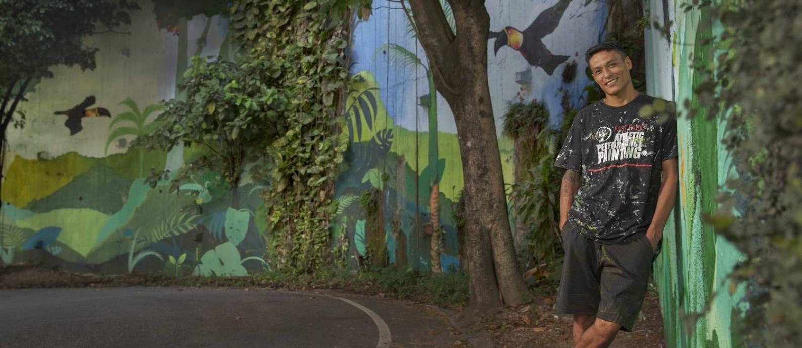 Grafiteiro Gloye faz trabalho no Rio de Janeiro Foto: O Globo