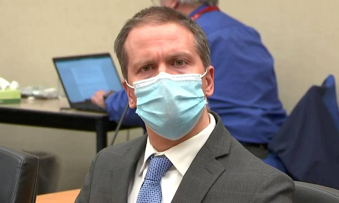 O ex-policial Derek Chauvin ouve decisão do júri popular durante seu julgamento pela morte de George Floyd Foto: POOL / via REUTERS