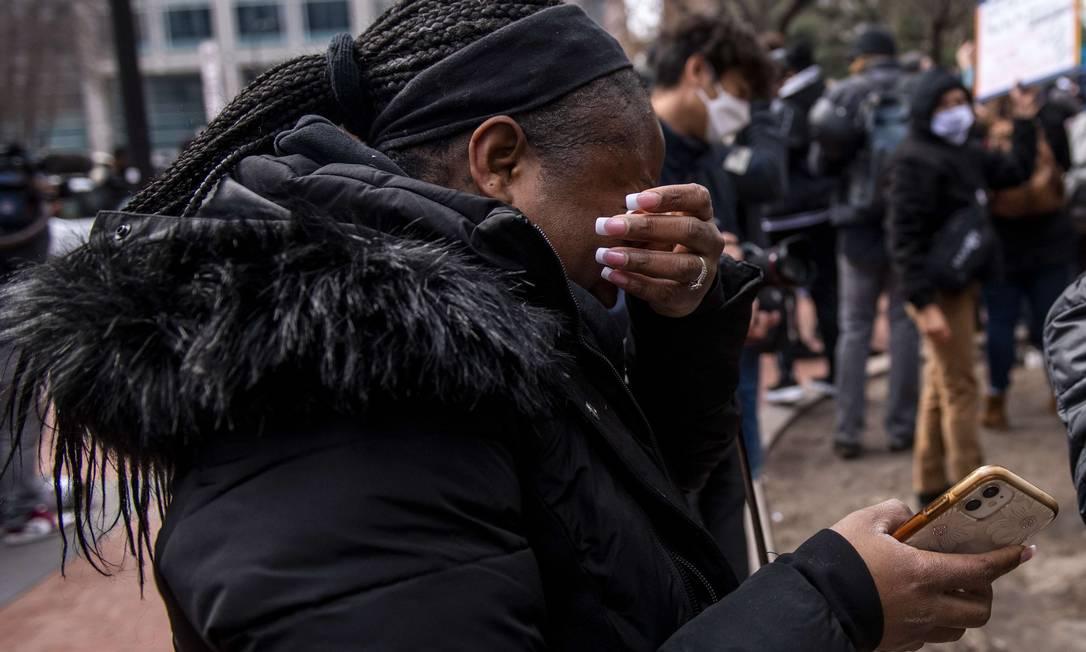 Patricia Kugmeh reage depois que o veredicto foi lido no julgamento de Derek Chauvin Foto: Stephen Maturen / AFP