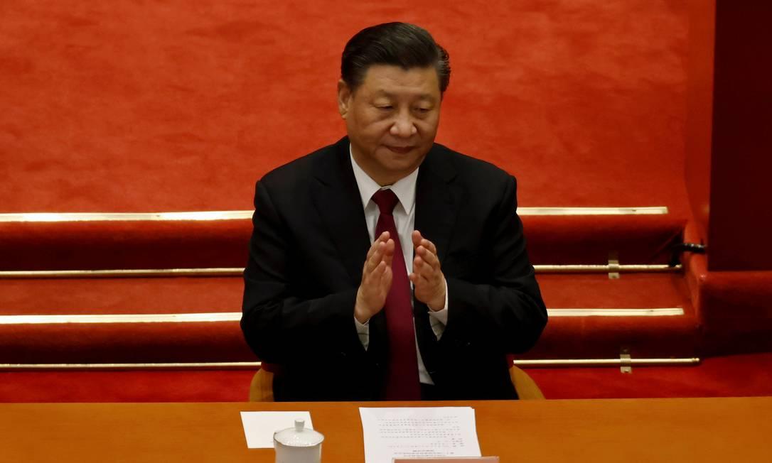 O presidente chinês, Xi Jinping, aplaude a sessão de encerramento da Conferência Consultiva Política do Povo Chinês no Grande Salão do Povo em Pequim, China Foto: CARLOS GARCIA RAWLINS / REUTERS/10-03-2021