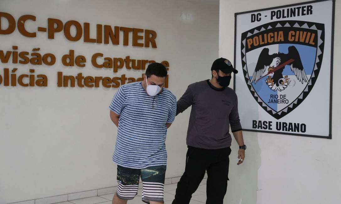 João Filipe Barbieri, enteado do 'Senhor das Armas', chega à Polinter, na Cidade da Polícia, após ter sido recapturado Foto: Roberto Moreyra / Agência O GLOBO