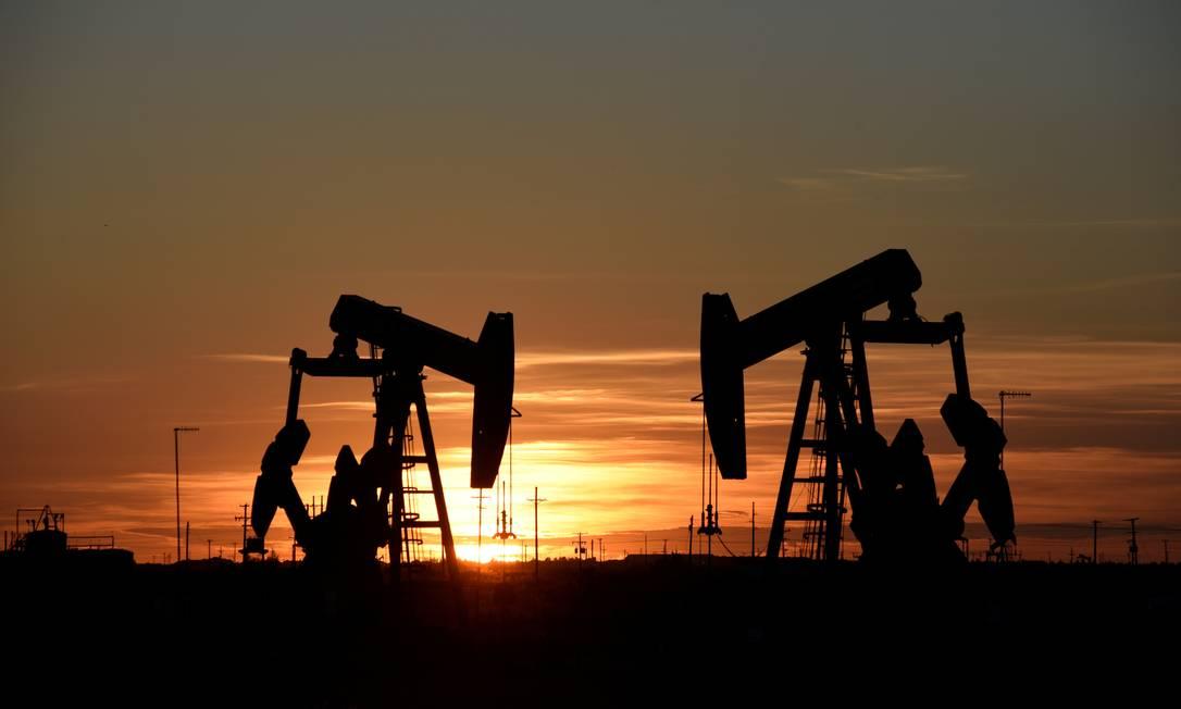 Unidade de extração de petróleo no estado americano do Texas, em agosto de 2018. Investimentos em óleo e gás estão na mira de ações para reduzir as emissões de gases do efeito estufa pelo mundo Foto: Nick Oxford / REUTERS