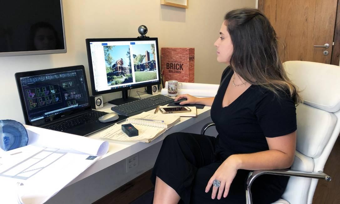 Amanda, dona da Haydon Arquitetura, trabalha em home office fazendo consultoria on-line Foto: Foto da leitora Amanda Haydon / Amanda Haydon